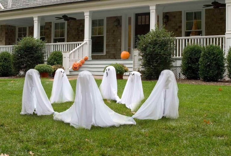 Simple Halloween Decorating with Ghosts