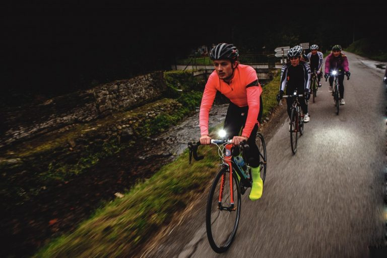 10 Brightest Bicycle LED Light Reviews-Buyer Guide 2021