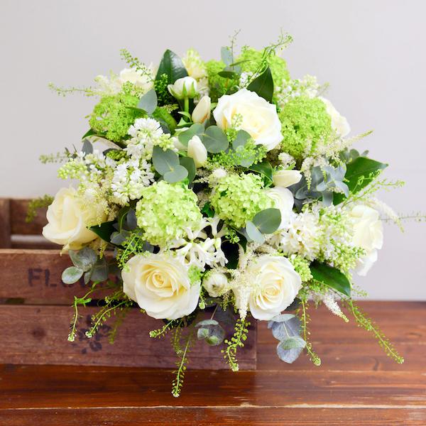 Choosing wedding flowers by season for your wedding