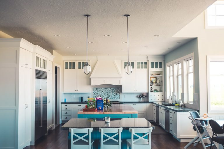 5 Traditional Kitchen Rules Modern Homeowners Can Break