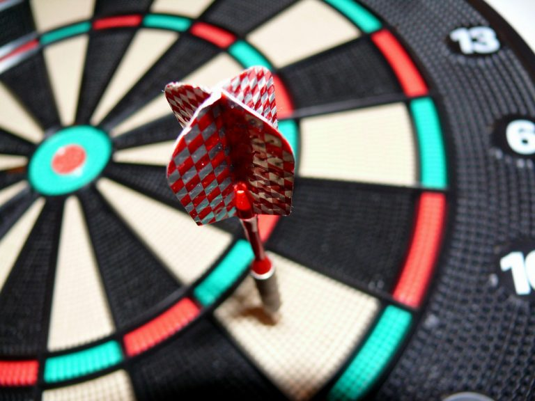 Which Darts Should You Pick for Your fun Making Dart Board