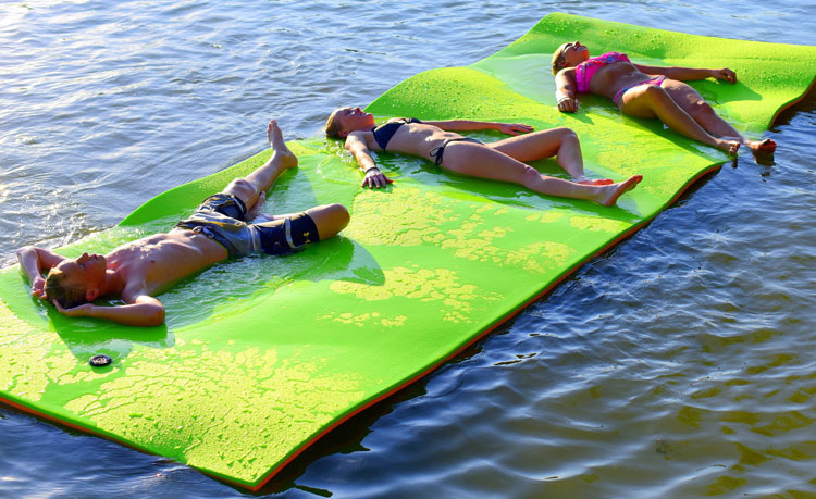 5 Best Floating Water Mats Reviews – Buyer Guide 2021